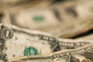 年収1000万円は保険や税金が高負担!手取りを増やす対策とは?