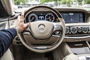 年収1,000万円の車選び!ポイントや高級車に乗る方法も解説